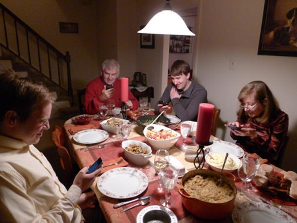 iphone ruining everything forget dinner conversation 10 Ways Youre Ruining Everything With Your Smartphone
